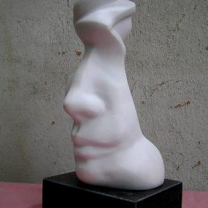 Marek Betka - Strážca 3, mramor, 38 x 16 x 15 cm