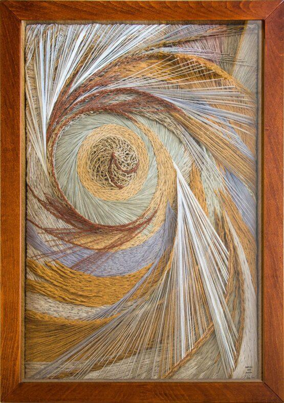 Viera-Černáková-Impulz-Individuálna-textilná-technika-napnuté-ľanové-plátno-na-drevenom-ráme-použitie-rôznych-druhov-špagátu-medené-nite-a-priadza