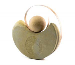 Viera-Černáková-Rotácia-pieskovec-mosadz-drevo-vytvarne-umenie