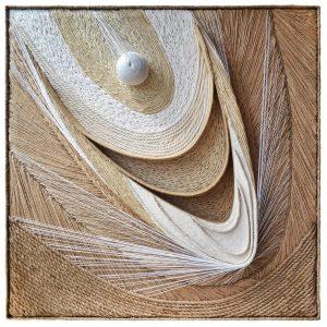 Viera-Cernakova-–-Ku-svetlu-Individualna-textilna-technika-napnute-lanove-platno-na-drevenom-rame-pouzitie-roznych-druhov-spagatu-priadza-dielo